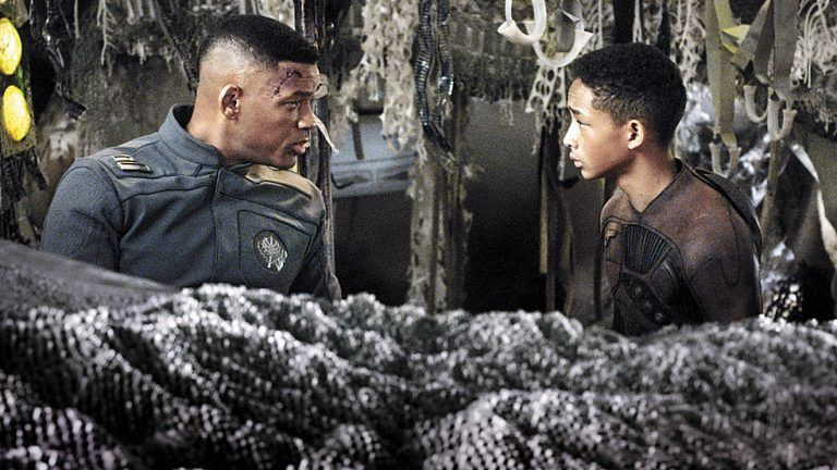 "Ein echtes Familienprojekt: Will und Jaden Smith im Science-Fiction-Film ""After Earth"". Foto: AP"