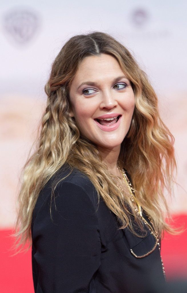epa04624464 (FILE) The file picture dated 19 May 2014 shows US actress Drew Barrymore arriving for the premiere of 'Blended' in Berlin, Germany. Barrymore will turn 40 on 22 February 2015.  EPA/JOERG CARSTENSEN *** Local Caption *** 51375286