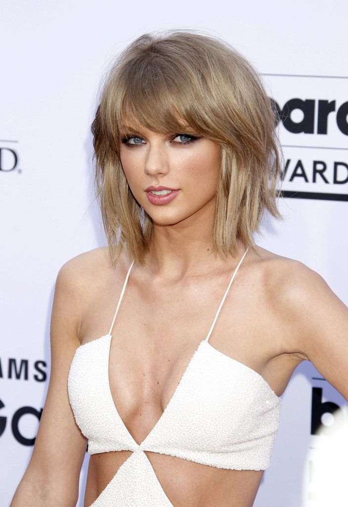 epa04754508 US musician Taylor Swift arrives for the 2015 Billboard Music Awards at the MGM Grand Hotel and Casino in Las Vegas, Nevada, USA, 17 May 2015. The Billboard Music Awards finalists are based on US year-end chart performance, sales, number of downloads and total airplay.  EPA/JIMMY MORRIS