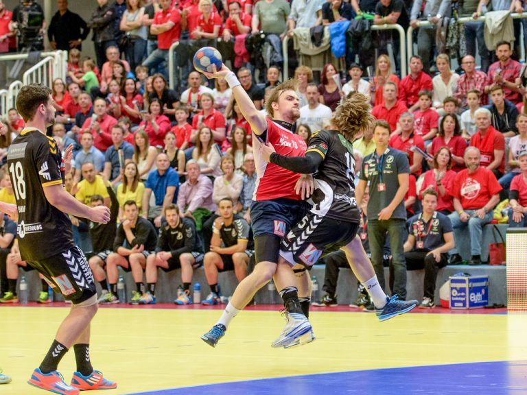 HARD,AUSTRIA,23.MAY.15 - HANDBALL - HLA, Handball Liga Austria, final, HC Hard vs Bregenz Handball. Image shows Dominik Bammer (Bregenz), Gerald Zeiner (Hard) and Marian Klopcic (Bregenz). Photo: GEPA pictures/ Oliver Lerch