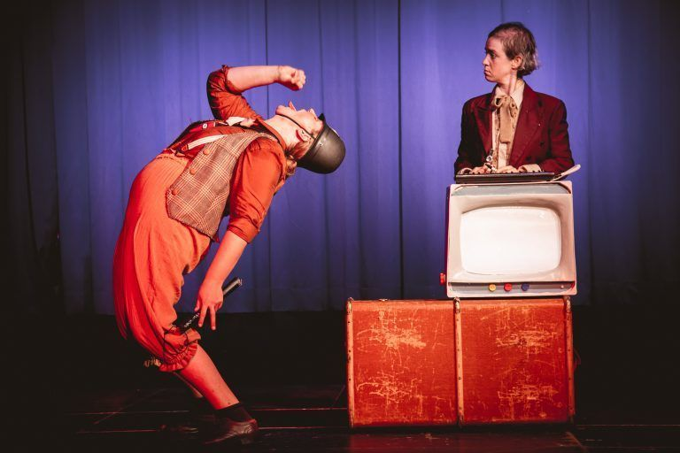 "Lisa Suitner und Bianca Selle in ""Kazoom"".  <span class=""copyright"">Stefanie Momo Beck</span>"