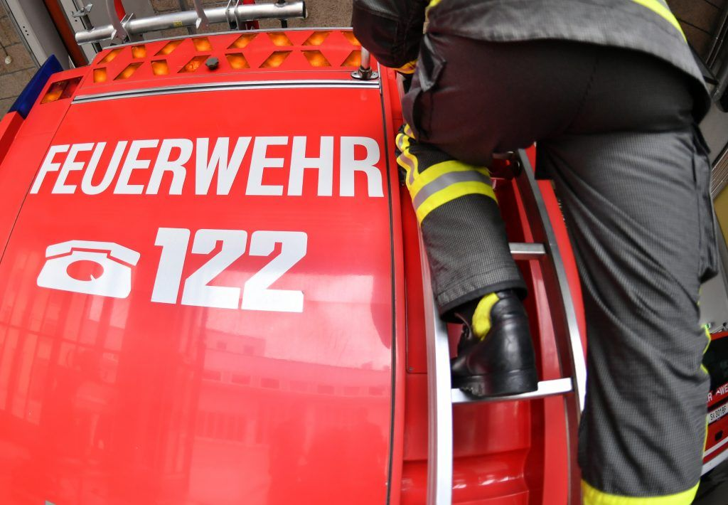 Papiercontainer in Flammen – wohl Brandstiftung